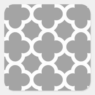 Modelo gris del quatrefoil de Morrocan Pegatina Cuadrada
