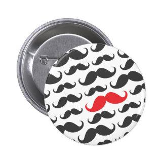 Modelo gris oscuro del bigote con un bigote rojo pins