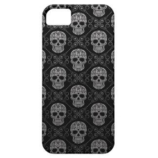 Modelo gris y negro del cráneo del azúcar funda para iPhone SE/5/5s