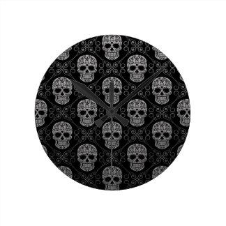 Modelo gris y negro del cráneo del azúcar relojes
