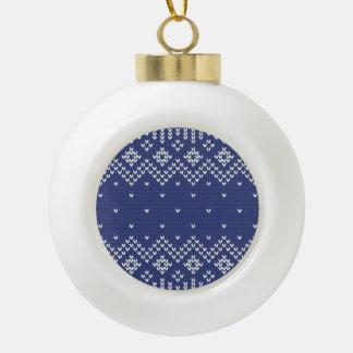 Modelo hecho punto extracto del navidad azul y adorno de cerámica en forma de bola