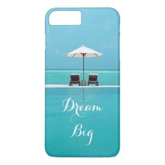 Modelo hermoso grande ideal del cielo azul y de la funda iPhone 7 plus