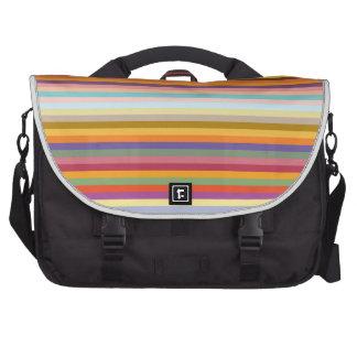 Modelo horizontal colorido de las rayas bolsas de portátil