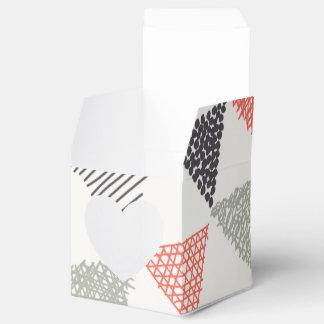 Modelo incompleto #1 de los triángulos caja para regalos de fiestas