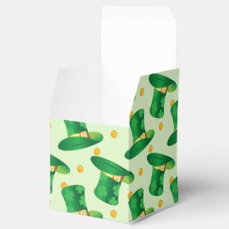 Modelo irlandés verde del gorra, diseño del día de caja para regalo de boda