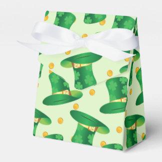 Modelo irlandés verde del gorra, diseño del día de cajas para detalles de boda