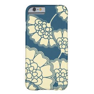 Modelo japonés floral oscuro de la hoja de oro de funda para iPhone 6 barely there