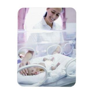 MODELO LANZADO. Enfermera y bebé prematuro Imanes Flexibles