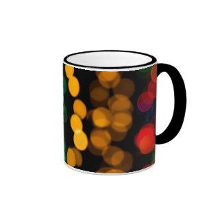 Modelo ligero que brilla intensamente tazas de café