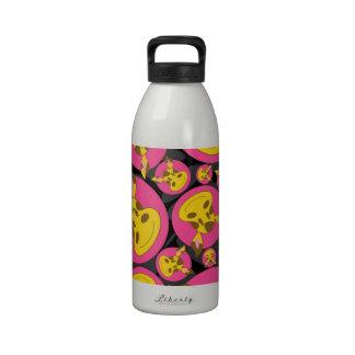 Modelo lindo de la jirafa del dibujo animado botella de agua