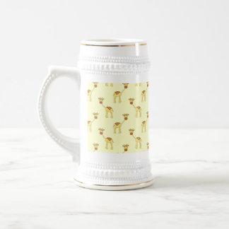 Modelo lindo de la jirafa en amarillo tazas de café