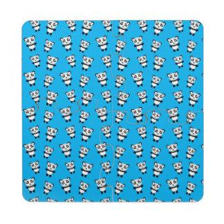 Modelo lindo de la panda del azul de cielo posavasos de puzzle