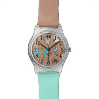 Modelo lindo de los búhos del marrón azul reloj