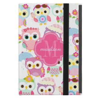 Modelo lindo de los búhos rosados femeninos person iPad mini cárcasa
