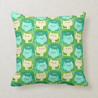 Modelo lindo de los gatos almohada