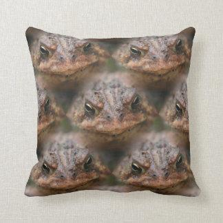 Modelo lindo del animal de la cara del sapo almohadas