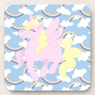 Modelo lindo del arco iris con el unicornio rosado posavasos de bebida