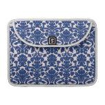 Modelo lindo del damasco de los azules marinos funda para macbooks