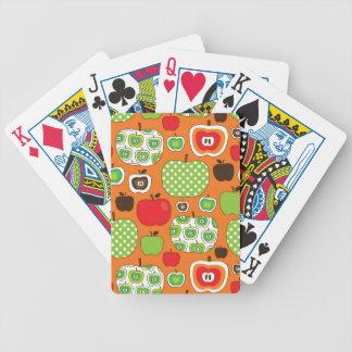Modelo lindo del ejemplo de la manzana baraja de cartas