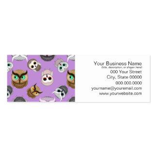 Modelo lindo del ejemplo del búho en fondo púrpura tarjetas de visita
