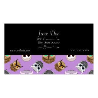 Modelo lindo del ejemplo del búho en fondo púrpura plantilla de tarjeta de negocio
