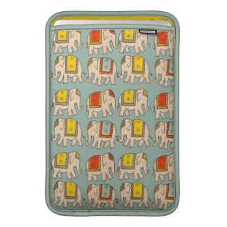 Modelo lindo del elefante de los elefantes del cir funda macbook air
