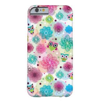 Modelo lindo del fondo del búho de la flor funda barely there iPhone 6