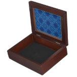 Modelo lindo del medallón de la flor en azul cajas de recuerdos