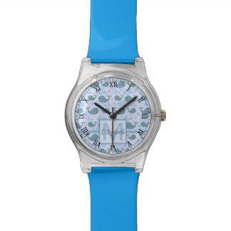 Modelo lindo del monograma de las ballenas azules relojes