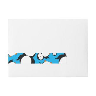 Modelo lindo del pingüino del azul de cielo etiquetas postales