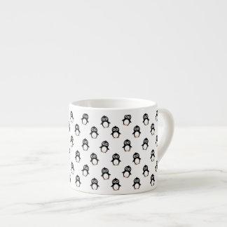 Modelo lindo del pingüino tazas espresso