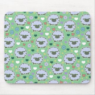 Modelo lindo del verde de las ovejas blancas alfombrillas de ratón