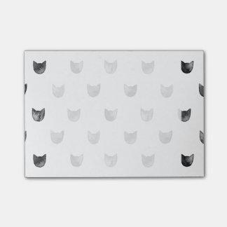Modelo lindo elegante blanco y negro del gato notas post-it®