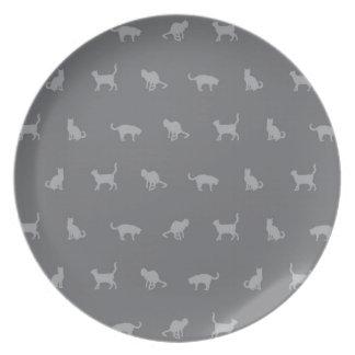 Modelo lindo gris del gato platos para fiestas