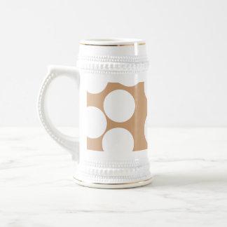 Modelo marrón claro y blanco del punto taza