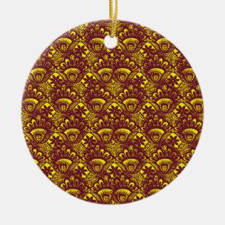 Modelo marrón y amarillo elegante del damasco del adorno navideño redondo de cerámica