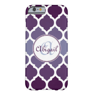 Modelo marroquí púrpura con monograma del enrejado funda de iPhone 6 barely there