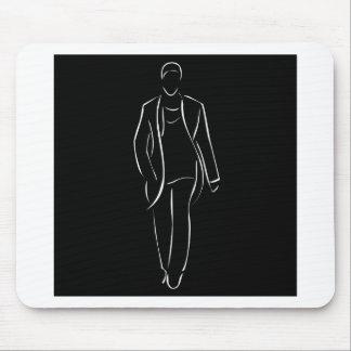 modelo masculino en desfile de moda mouse pads