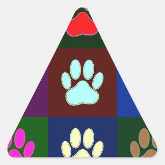 Modelo multicolor de la impresión de la pata del pegatina triangular