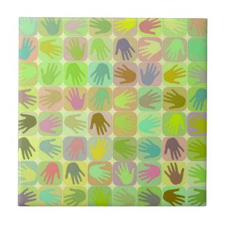 Modelo multicolor de las manos azulejo cuadrado pequeño