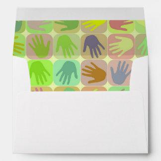 Modelo multicolor de las manos sobre
