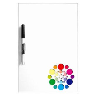 Modelo multicolor de los círculos tablero blanco