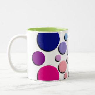 Modelo multicolor de los círculos taza de café de dos colores