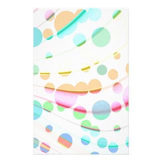 Modelo multicolor del arco iris con las burbujas c papelería