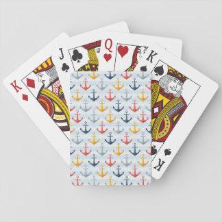 Modelo náutico con las anclas baraja de póquer