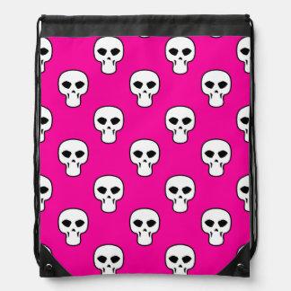 Modelo negro, blanco, rosado de los cráneos mochilas