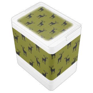 Modelo negro de los ciervos en verde verde oliva hielera igloo