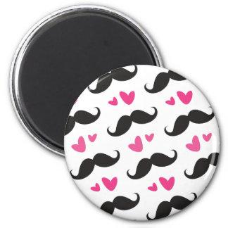 Modelo negro de moda del bigote con los corazones  imán de frigorífico