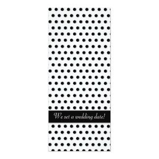 """Modelo negro de Polkadot de la tinta Invitación 4"""" X 9.25"""""""