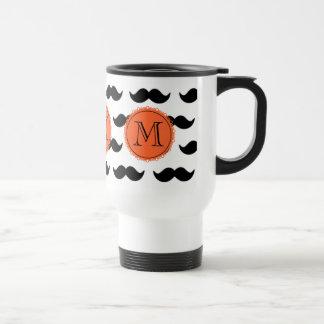 Modelo negro del bigote, monograma coralino taza de viaje